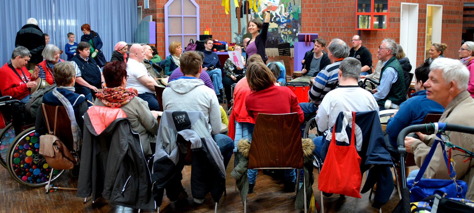 Drum Circle mit Helga Reihl, Vorwerker Diakonie Lübeck